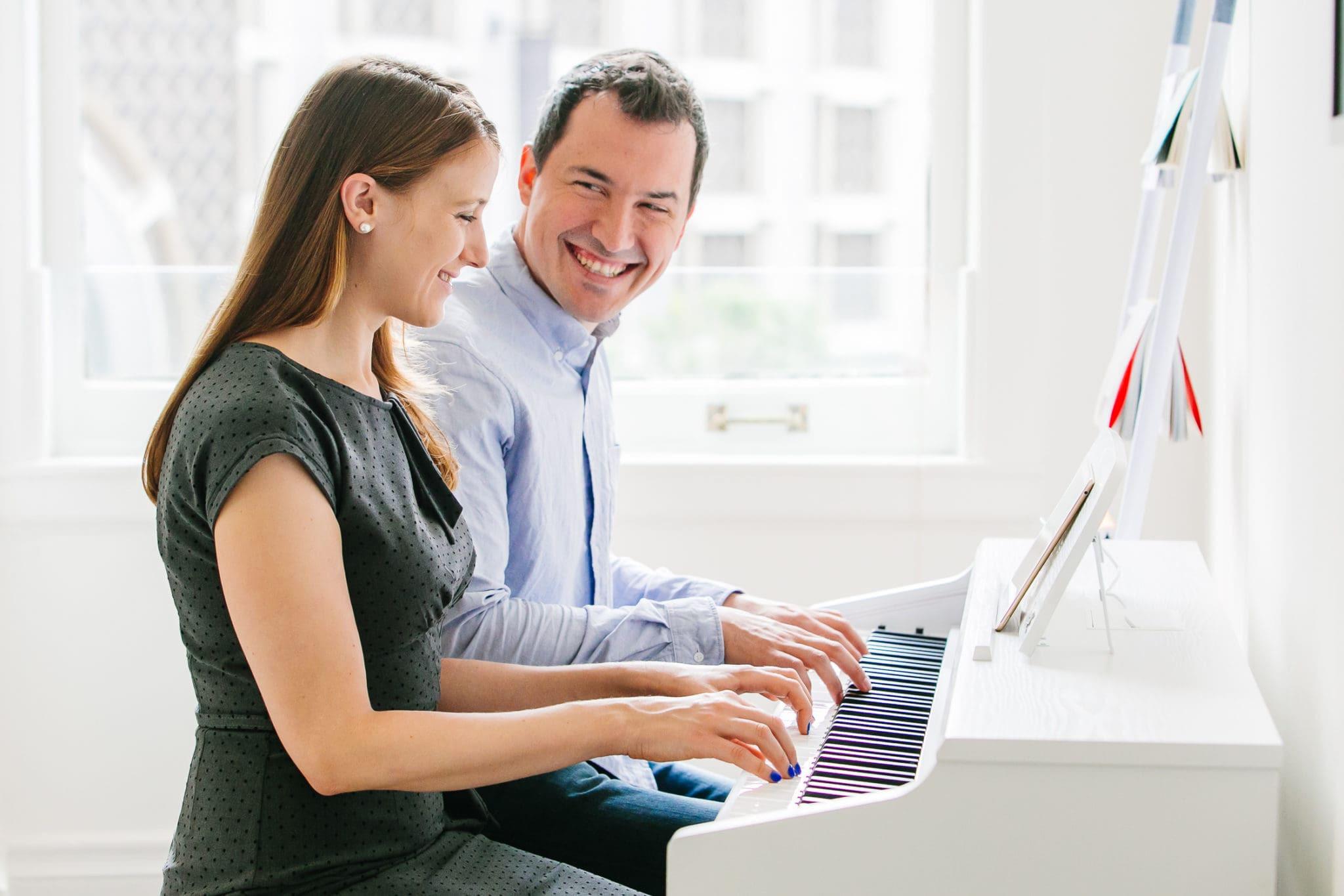 Czy pianino cyfrowe może odwzorowywać dźwięk fortepianu akustycznego?