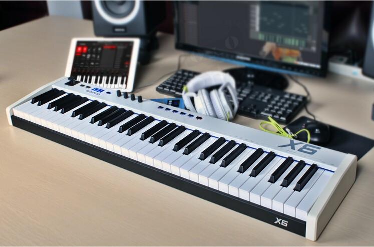 MIDIPLUS- X6 i X8- klawiatury sterujące midi- test